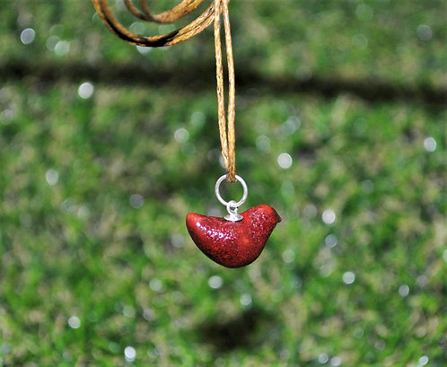 micro passarinho em colar, pingente de passarinho micro, cerâmica, atelie fase nova, Sueli Finoto