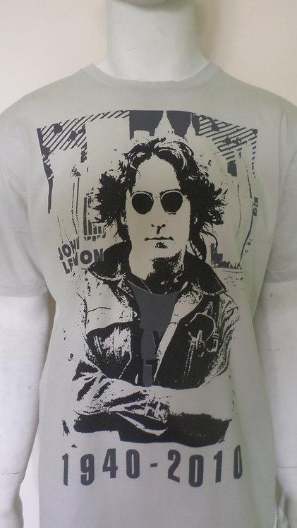camiseta masculina G com imagem de John Lennon, brechotreschic, brechó très chic, roupas de brechó, camisetas G, ofertas