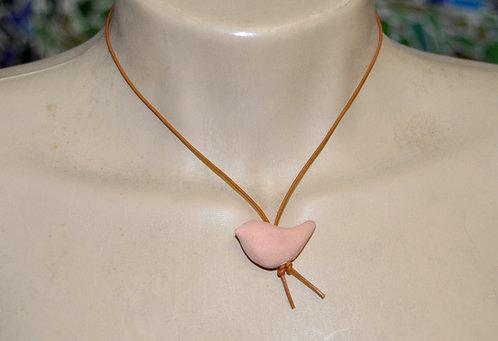 colar curto com pingente de passarinho em cerâmica feito a mão por Sueli Finoto vendido em loja online