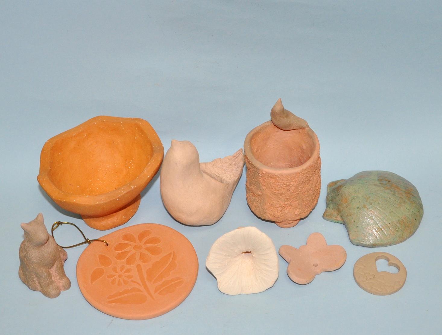 Diversas peças pequenas em ceramica