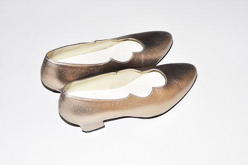 sapato dourado com recorte hindu nº 36