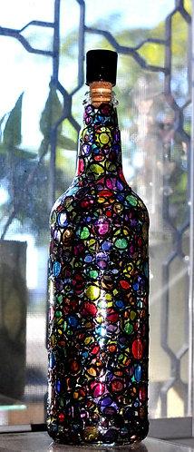 Garrafa decorada com a técnica do vitral por Sueli Finoto