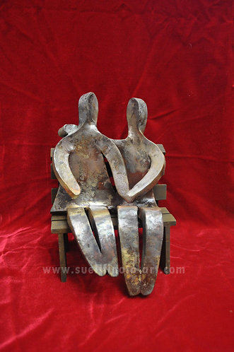 Série Casais de Sueli Finoto, escultura com queima raku