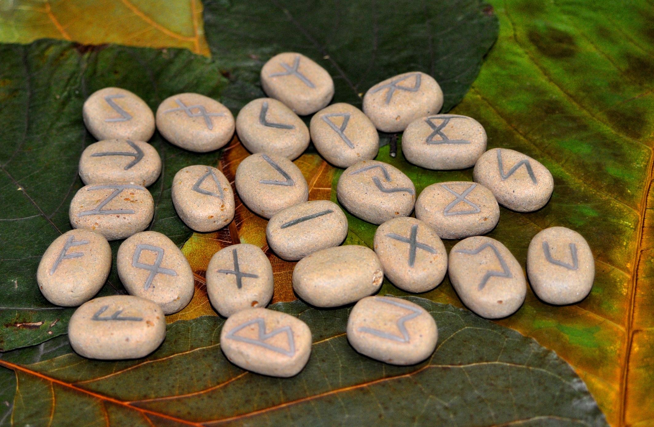 Runas feitas em cerâmica