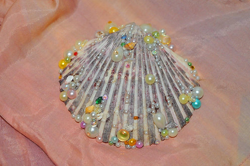 Arte em conchas do mar decoradas a mão