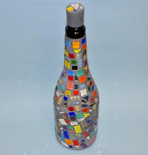 Mosaico em garrafa feita a mão por Sueli Finoto