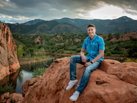 Tyler's Red Rock Senior Session || Colorado Springs Photographer