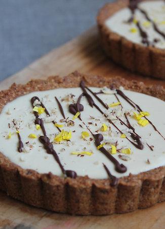 WHITE CHOCOLATE & HAZELNUT TARTLET