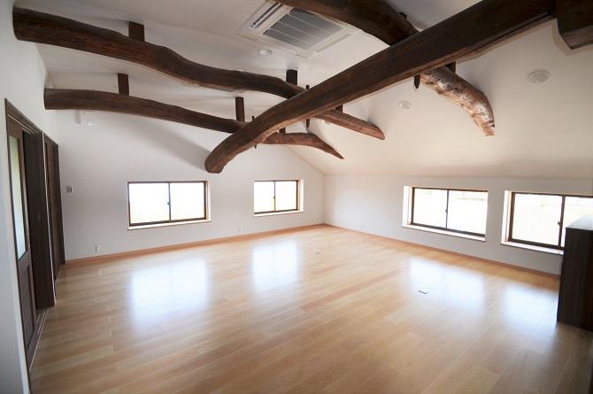 土台・大引き・床根太・柱、そして外壁の下地に至るまで、檜材を使用。