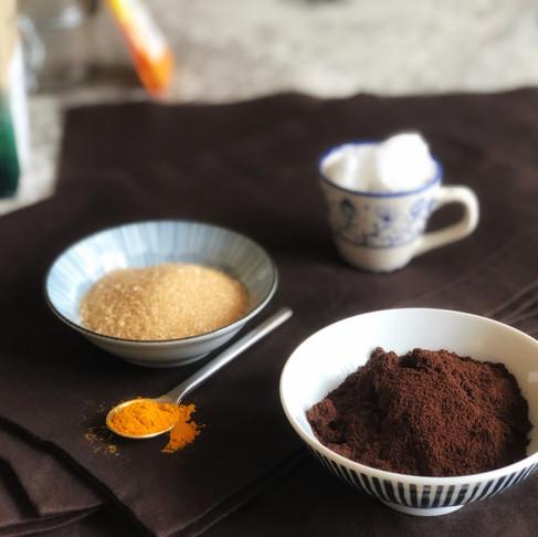 Скраб за тяло и настроение с канела, кафе и джинджифил