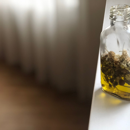 Как се прави нежен извлек от цветя или билки в масло