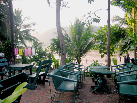 guesthouse balcon Mekong view luang prabang