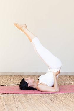 Posture de Yoga des hormones pour stimuler la production hormonale