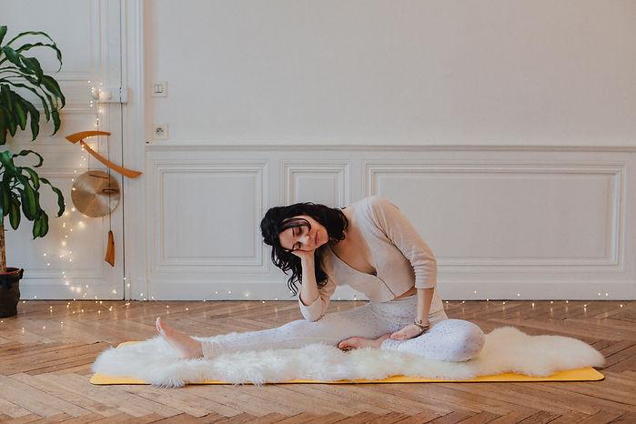 Cours de Yoga de la Femme en ligne et à Nantes