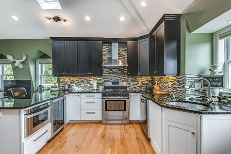 kitchen with two tone cabinets