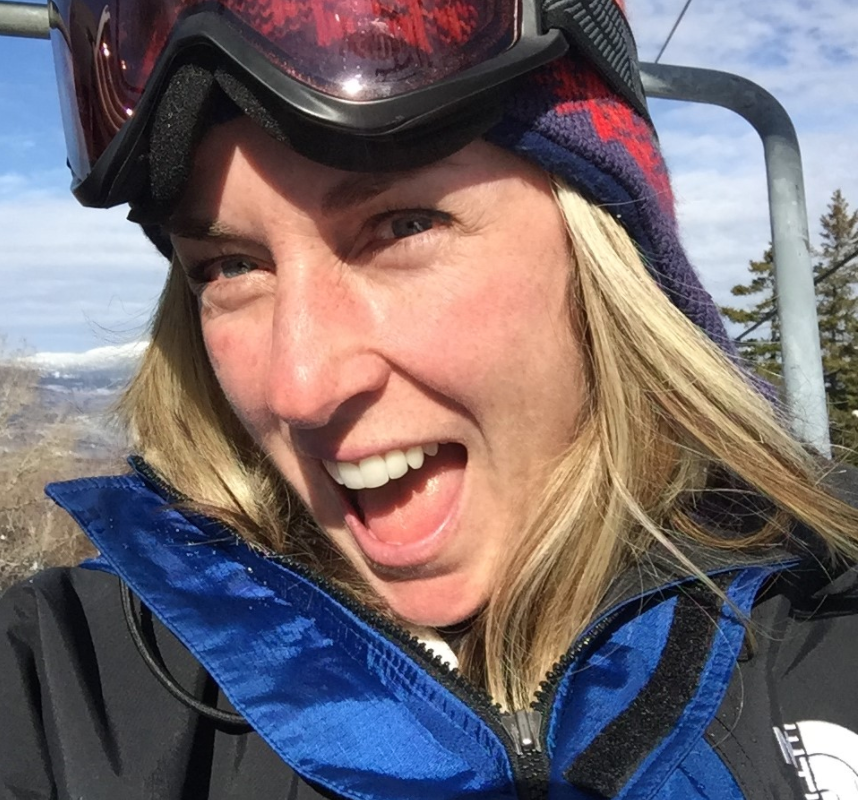 Gwen skiing
