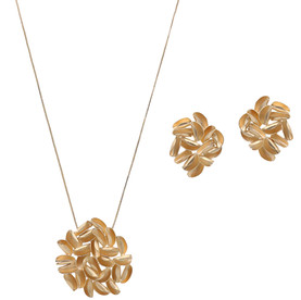 3953 necklace $30,63 / 7700 earrings $23,75
