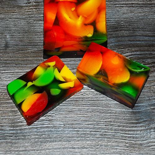 Натуральное мыло с эфирными маслами фруктов