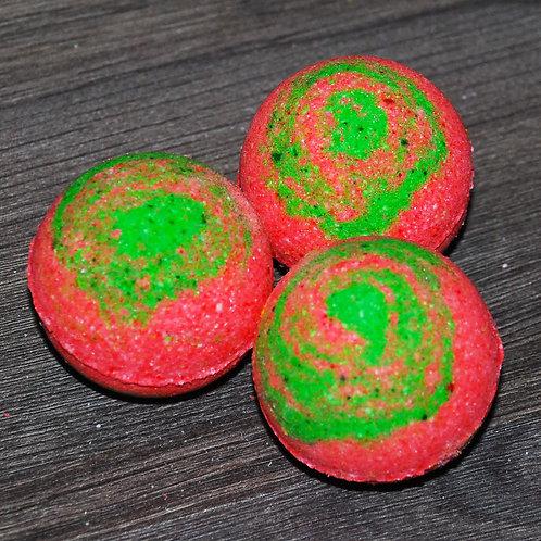 Бомбочки для ванны с  эфирным маслом земляники - 2 шт