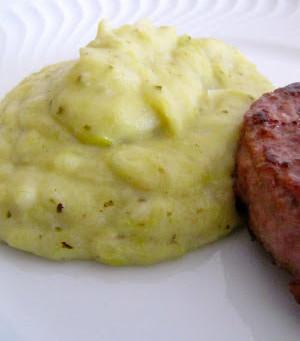Puré de batata e alho francês com pesto