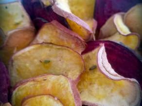 Chips de beterraba e batata doce