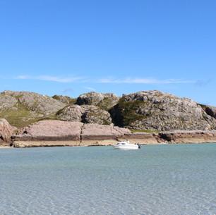 Crystal clear sea at Knockvologan