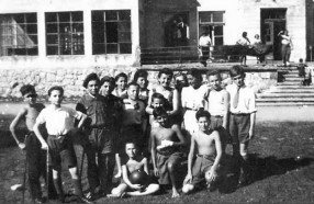 """Śmieć Żydom - jak """"partyzanci Ognia"""" mordowali ocalałych z holokaustu"""