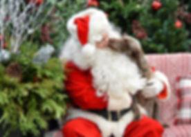 santa bob kissing dog231119.jpg