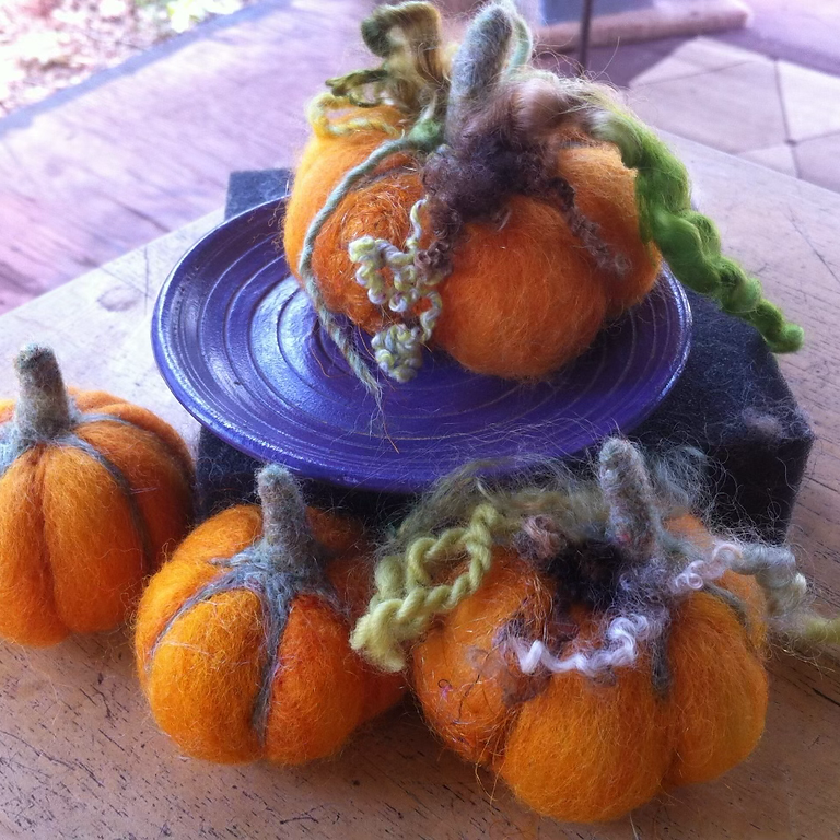 (SOLD OUT) Felted Pumpkins with Joyce Hazlerig at JuJu Knits