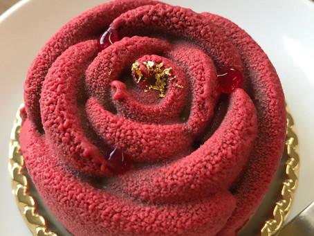 美しいバラのケーキ。