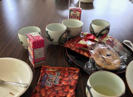 先月からカフェも再開。今日のお菓子は水ようかんと台湾カステラ。たくさんおしゃべりしました。