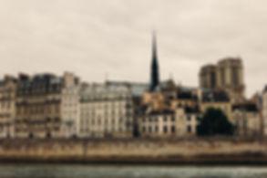Romantic photo shooting on Paris boat