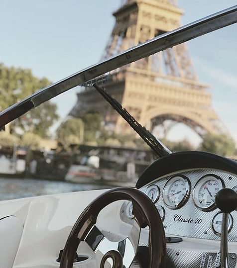 Private cruise eiffel tower.jpg