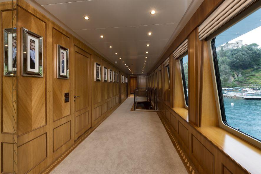 Super yacht THE WELLESLEY - Corridor