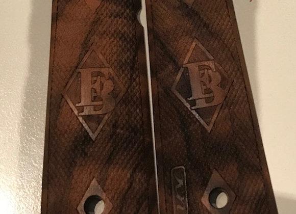 1911 side panel grips