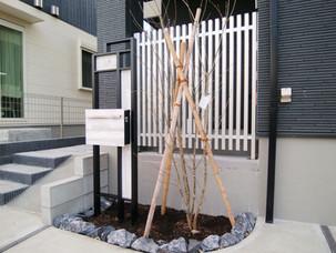 Case53:建物と調和した、シンプルモダンでクールテイストなエクステリアデザイン
