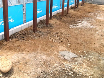 太白区外構工事|天然木のウッドデッキと花壇工事