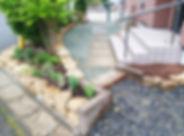 自然石の土留め花壇