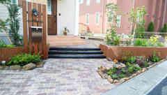 枕木階段とインターロッキングブロック