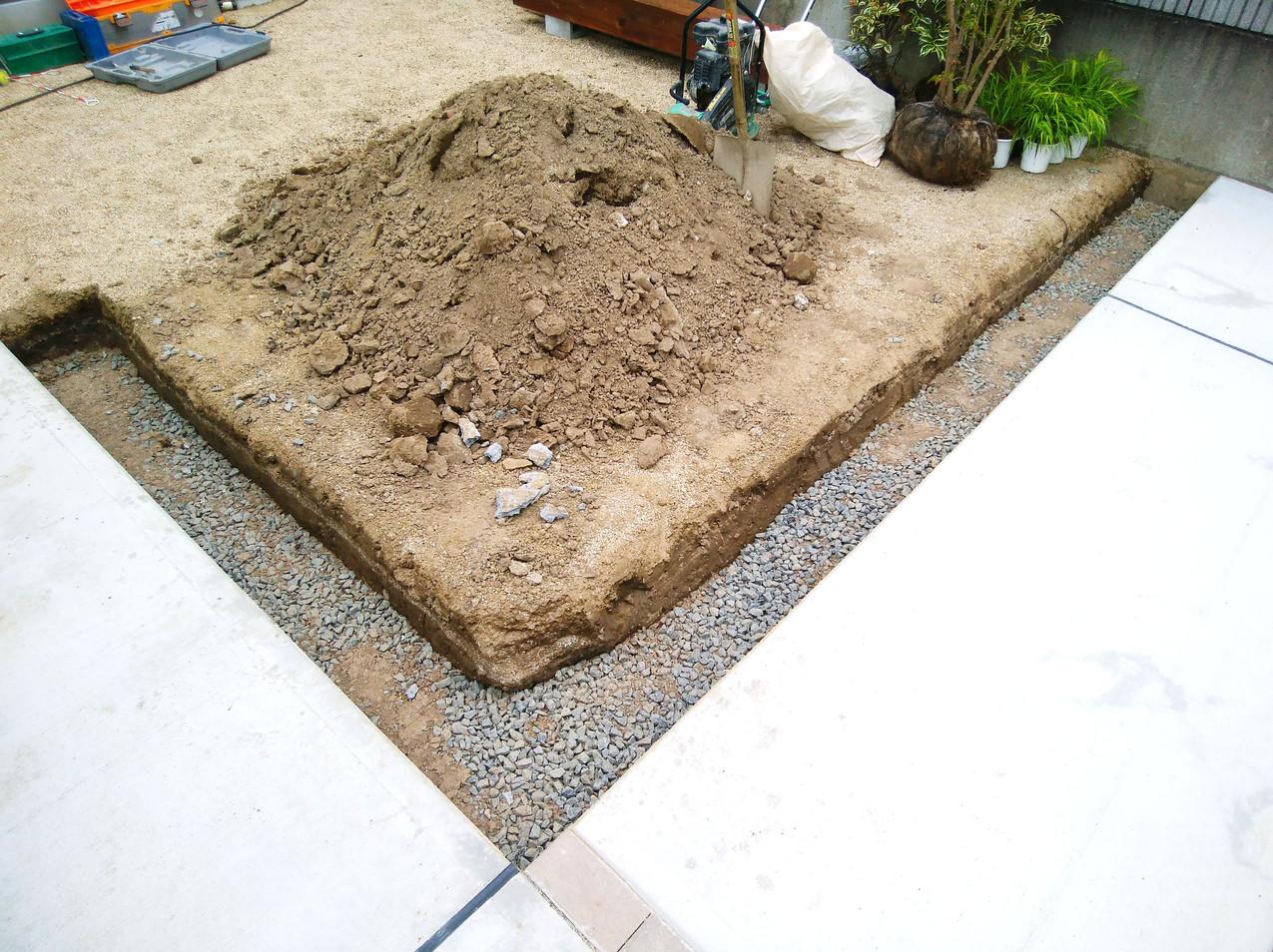 下地砕石敷き