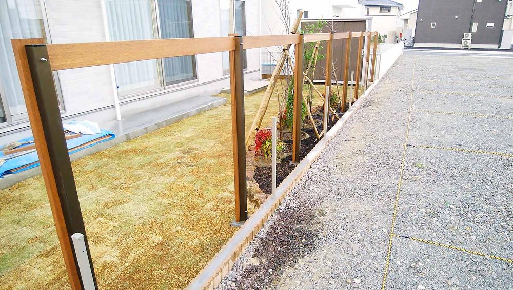 オリジナル木製フェンスの施行中