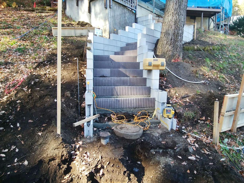 階段と土留め擁壁2