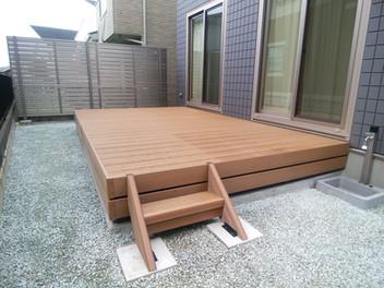 木彫樹脂デッキ・目隠しフェンス・物置を設置したリフォーム外構・3