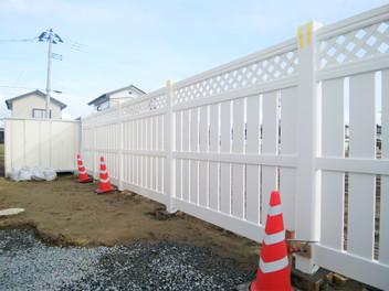 太白区外構工事|バイナルフェンスのお庭と玄関前の一式リフォーム・2