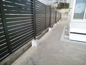 Case25:スタイリッシュなボーダーブロックの機能門柱