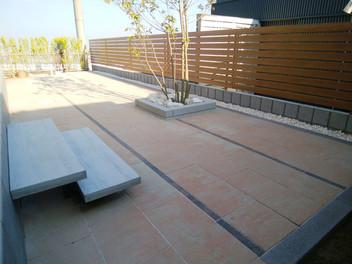 名取市外構工事|透水性平板を使用した大型テラスと天然芝(TM-9)の庭・5