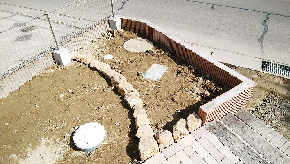 ミカモ石の花壇