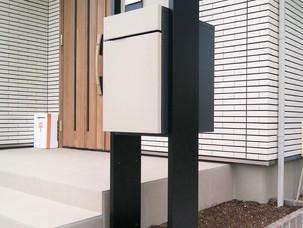 Case47:宅配ポストを設置した広いエントランス空間