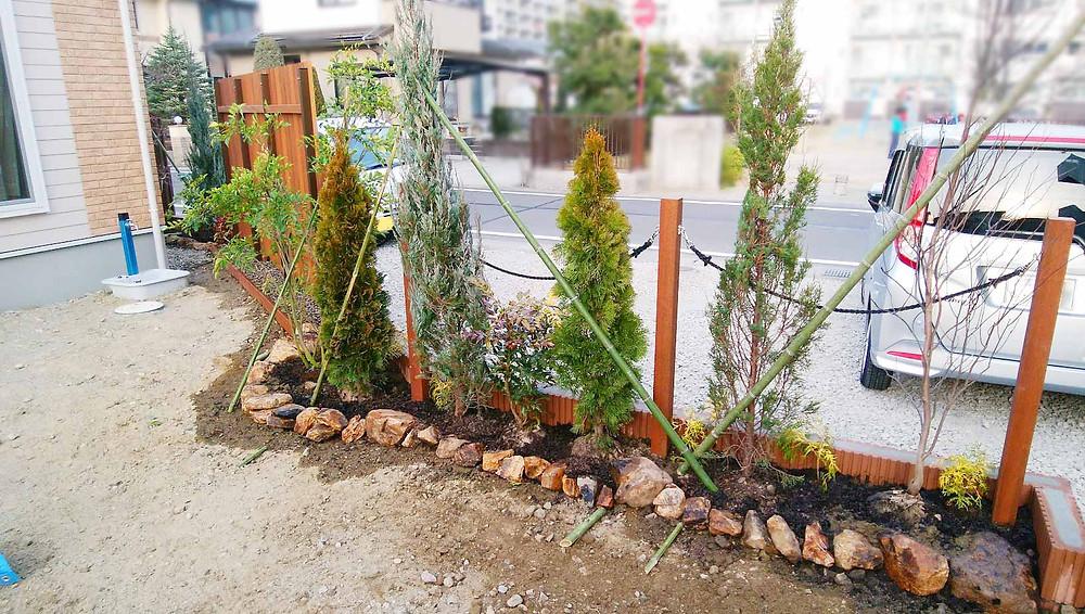 ミカモ石の花壇と植栽
