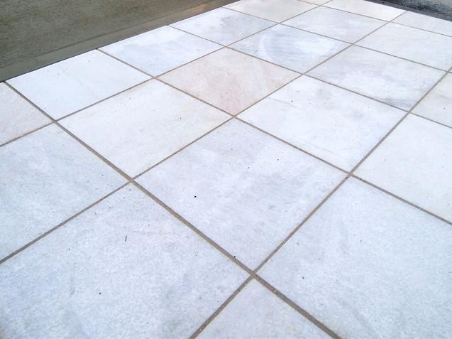 敷石(石灰岩)のアプローチ